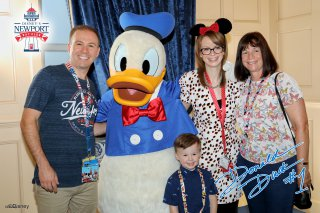 Disney Land Paris Monday Oct 2019 Family With Donald Duck