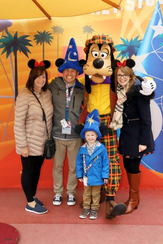 Disney Land Paris Wednesday Oct 2019 Family With Golf Goofy