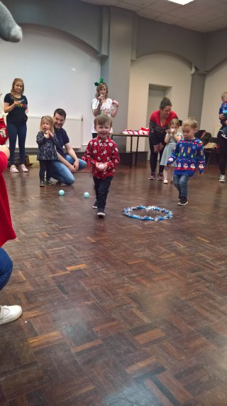 Ethan Ball Throwing Little Movers Christmas Party Dec 2018